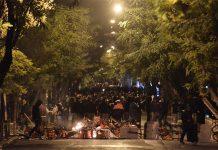 Огньове и барикади около университета в Атина