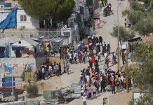 Бежанци потрошиха лагера Мория на остров Лесбос